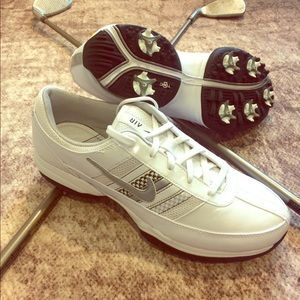 NWOT Nike Women's Air Brassie Golf shoes sz 8.5.